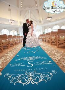The right color can make your wedding aisle runner perfect for the season or match a wedding theme #fallaislerunners, #colorfulweddingaislerunners