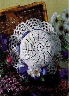 chapéus com flores e laços de fitas em croche com receita aprender croche
