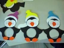 Manualidades: pingüinos de cartulina en http://www.serpadres.es/3-6-anos/ocio-infantil/articulo/manualidades-pinguinos-de-cartulina