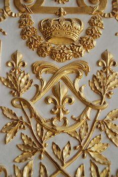 ~Fleur de Lis and the double 'L' for Louis; gilded wood from Versailles Louis Xiv, Versailles Paris, Visit Versailles, Grafik Design, Architecture Details, Classic Architecture, Stencils, At Least, Beautiful