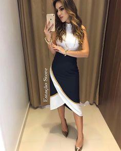 #colecaoprimaveraverao2018  Blusa Iris | Saia Dupla Face #FARM  Compras on line: www.estacaodamodastore.com.br Whats app: (45)99820-6662 - Andreia #VAREJO ☎️SAC: (45)3541-2940 ou 3541-2195 E-mail: vendas@estacaodamodastore.com.br Facebook: Estação Store Look Fashion, Girl Fashion, Fashion Outfits, Womens Fashion, Fashion Design, Mode Pro, Dress Skirt, Dress Up, Look Office
