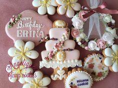 Birthday cookies Wedding Cake Cookies, Cookie Cake Birthday, Wedding Cakes, Cookie Monster, Biscotti, Cookie Decorating, Icing, Happy Birthday, Desserts