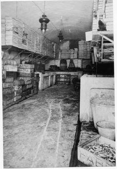 Salaons al carrer Sant Pere núm. 81 de Palamós ( Girona). 1942. Autor desconegut. 27645F MMB Author