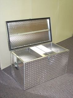 This is a show box to put all of your supplies for your animals in during the fair. There are also other kinds of show boxes. Tack Box, Show Goats, Show Cattle, Showing Livestock, Dream Barn, Down On The Farm, Ffa, Diy Box, Diys
