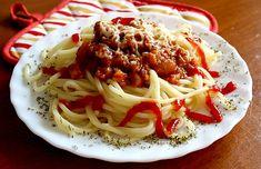Klasický recept na těstoviny s masovou směsí. Spaghetti, Food And Drink, Pizza, Ethnic Recipes, Fit, Bulgur, Lasagna, Shape, Noodle