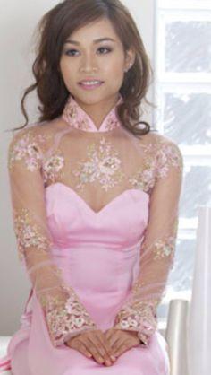 Ao dai. Vietnamese Traditional Dress, Vietnamese Dress, Ao Dai Wedding, Bridal Gowns, Wedding Gowns, Ao Dai Vietnam, Girls Dresses, Flower Girl Dresses, Bridesmaid Dresses