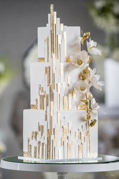 Modern white wedding cake with gold architectural details. WedLuxe House of Mirrors Elegant Birthday Cakes, Elegant Wedding Cakes, Beautiful Wedding Cakes, Beautiful Cakes, Rustic Wedding, Luxe Wedding, Gold Wedding Cakes, Wedding Cake Flowers, Elegant Cakes
