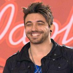 """Raphael Leandro leva três """"sim"""", mas irrita Supla com seu visual roqueiro sertanejo http://r7.com/WKwN"""