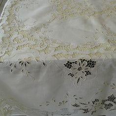 Toalha #toalhabanquete #toalharechileu #tudolindo #mesaposta #mesaecharme #mesalinda #bordadofino #bordadoperfeito #bordadoscaico #dudubordados