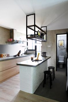 countertop/ bar to seperate kitchen from living room, with hanging shelves for bottle display Home Decor Kitchen, Interior Design Kitchen, Home Kitchens, Kitchen Dining, Tiny Kitchens, Open Concept Kitchen, Open Plan Kitchen, Small Kitchen With Island, Kitchen Island