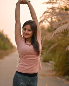Beautiful Models, Gorgeous Women, Beauty Around The World, Outdoor Portraits, Actor Photo, Beautiful Bollywood Actress, Saree Blouse Designs, College Girls, India Beauty