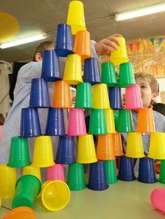 Tresquatreicinc: Experimentar L'equilibri A - Diy Crafts Gross Motor Activities, Montessori Activities, Gross Motor Skills, Infant Activities, Toddler Preschool, Learning Activities, Preschool Activities, Outdoor Games For Kids, Fun Games For Kids