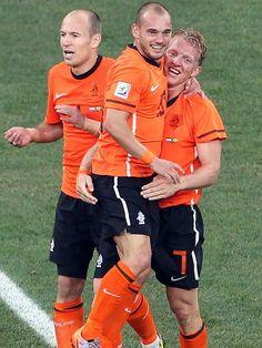 Robben, Sneijder en Kuyt, oudgedienden vieren een feestje op het WK 2014