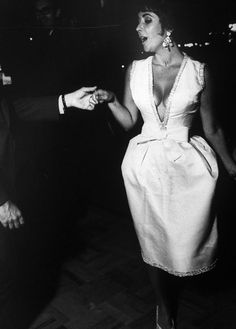Elizabeth Taylor. October 1961. In Christian Dior Haute Couture.