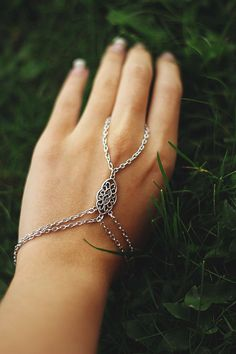 Hand chain Silver Hand Harness Ring Bracelet by BeedJewellery