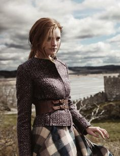 Tartan skirt and belt. Fashion 2020, Look Fashion, Womens Fashion, Fashion Online, Mode Style Anglais, English Country Fashion, Country Style Fashion, Country Style Clothes, Country Outfits