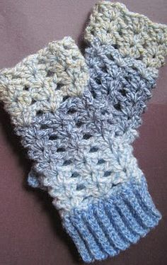 Getting Hooked: Free Crochet pattern fingerless gloves. Also great gift idea. LOVE these colours! Great pattern describes stitches right on site no youtube necessary :)