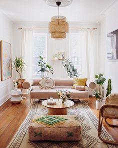 34 Boho-Chic Living Room Decor Ideas You'll Must Have Boho Chic Living Room, Eclectic Living Room, Living Room Designs, Bohemian Living, Monochromatic Living Room, Retro Living Rooms, Living Spaces, Home Interior, Living Room Interior