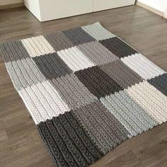 Dark Carpet Light Walls - - Carpet For Living Room Beige - Carpet Pattern Vintage Beige Carpet, Diy Carpet, Patterned Carpet, Rugs On Carpet, Cream Carpet, Shaw Carpet, Carpet Ideas, Knit Rug, Crochet Rug Patterns