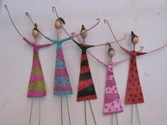 Muñecas papel mache--Could I make these with the Grands? Diy And Crafts, Crafts For Kids, Arts And Crafts, Paper Crafts, Paper Dolls, Art Dolls, Art Perle, Paperclay, Paper Beads