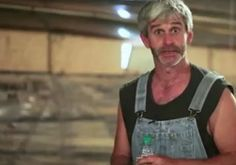 Dopo aver lavorato per 22 anni in un allevamento di polli svela l'orrenda verità - http://www.sostenitori.info/aver-lavorato-22-anni-un-allevamento-polli-svela-lorrenda-verita/237204