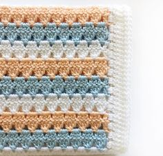 This is a free pattern for a crochet modern granny blanket. As I made this crochet modern granny blanket, I felt like I was creating a series of triangles nestled in between each other which to me, gave the blanket a modern feel. Crochet Crafts, Easy Crochet, Crochet Hooks, Crochet Projects, Knit Crochet, Crochet Granny, Tunisian Crochet, Crochet Beanie, Afghan Crochet Patterns