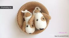 Amigurumi dog pattern to crochet for FREE. The height of finished amigurumi dog is about 25 cm You'll need ALIZE Bahar yarn and mm crochet hook. Chat Crochet, Crochet Mignon, Crochet Dolls, Free Crochet, Dog Crochet, Crochet Crafts, Crochet Projects, Crochet Simple, Confection Au Crochet