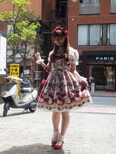 Dig those ruby slippers! There's no place like home. Kawaii Fashion, Lolita Fashion, Estilo Lolita, Western Girl, Harajuku Girls, Gothic Lolita, Lolita Style, Made In Japan, Tokyo Fashion