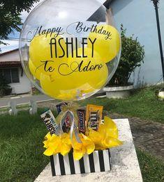 Balloon Basket, Balloon Gift, Balloon Flowers, Balloon Bouquet, Diy Birthday Decorations, Balloon Decorations, Candy Bouquet Diy, Bubble Balloons, Balloon Arrangements