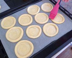 Kynuté koláče - Víkendové pečení Griddle Pan, Griddles, Food And Drink, Cookies, Desserts, Recipes, Thermomix, Cooking, Crack Crackers