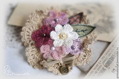 "Брошь ""Цветы любви"" Crochet Brooch, Knit Crochet, Crochet Earrings, Crochet Leaves, Knitted Flowers, Fabric Flower Brooch, Fabric Flowers, Brooches Handmade, Handmade Jewelry"