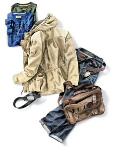 """Camel Active """"Uban Nomads Outfit"""" - Fieldjacket Baumwolljacke in Beige, T-Shirts in Royalblau oder Oliv, Jeans in Stonewashed Blue. Gehen Sie auf Abenteuer-Reise mit Camel Active & HIRMER"""