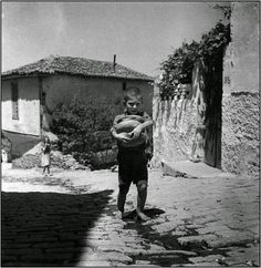 Old Pictures, Old Photos, Open Shutters, Baguette, Greece Photography, Alfred Stieglitz, Great Photographers, Farm Life, Black And White Photography