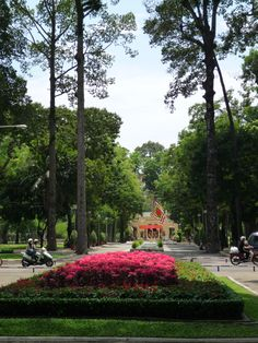 A Park in Ho Chi Minh City Ho Chi Minh City, Travelogue, Travel Pictures, Vietnam, Sidewalk, Park, Places, Travel Photos, Lugares