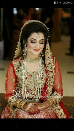 Find images and videos about wedding dress, desi and shaadi on We Heart It - the app to get lost in what you love. Pakistani Bridal Makeup, Pakistani Wedding Outfits, Indian Bridal, Pakistani Couture, Trends 2018, Bridal Looks, Bridal Style, Bridal Makeover, Bridal Pictures
