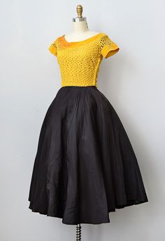 vintage 1950s dress | Craspedia Lace Dress ✪ http://www.adoredvintage.com