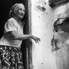 Projeto fotográfico registra história de mulheres do sertão In This Moment, Photography, Painting, Image, Street Photography, Landscape Photography, Dark Photography, Painting Art, Paisajes