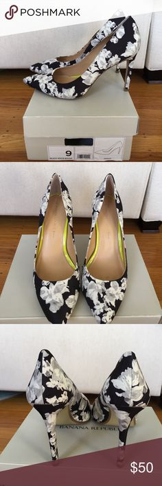 "BR floral pumps Pointy toe black and white botanical print heels.  Excellent used condition, no scuffs or stains.  3.5"" heel. Banana Republic Ninah pump.  Original box included. Banana Republic Shoes Heels"
