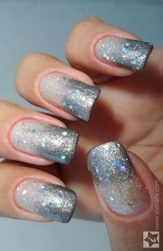 A cor prata, além de tendência, é uma ótima pedida para a escolha das unhas do Ano Novo, né? #nails #prata #anonovo #happynewyear