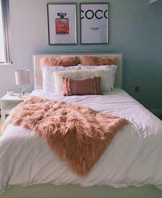Best Indoor Garden Ideas for 2020 - Modern Room Decor Bedroom Rose Gold, Small Room Bedroom, Room Ideas Bedroom, Home Decor Bedroom, Small Bedrooms, Shabby Bedroom, Romantic Bedrooms, Pink Bedrooms, Pretty Bedroom