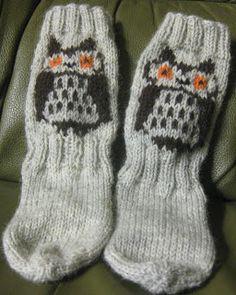 PÖLLÖsukat.Kaikenkokoiset.Ja väriset.Malliset...aaaaaaaaaaah pöllöjä... Art Textile, Textiles, Knit Crochet, Gloves, Knitting, My Love, Winter, Crocheting, Happy