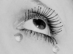 Man Ray, Noire et Blanche, 1932 (c) Man Ray Trust / Adagp - Vegap / Telimage 2014.    -  #portrait #portraitphotography #selfportrait #selfie #concept #style #blackandwhitephotography #BnW #bw #blackandwhite #photoshoot #image #photography #photo #abstract #stylish #art #visual #studio #shop #shoppingonline #onlinestore #artist #face #conceptphotography #classicphotography #photographer #photogram #femaleartist #eyes #tears #photojournalist #MayRay