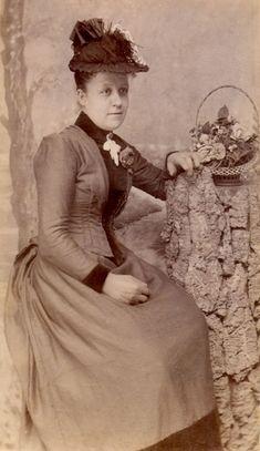 Victorian lady c.1887. Photo by W. Luff
