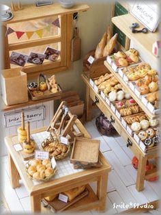 Panaderia - Food Scale - Ideas of Food Scale Vitrine Miniature, Miniature Rooms, Miniature Kitchen, Miniature Crafts, Miniature Houses, Miniature Furniture, Dollhouse Furniture, Clay Miniatures, Dollhouse Miniatures