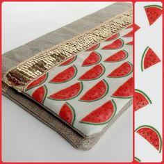 Porte chéquier en lin enduit, tissu scandinave petites pastèques et liseré paillettes dorées. : Porte-monnaie, portefeuilles par kissa-mania
