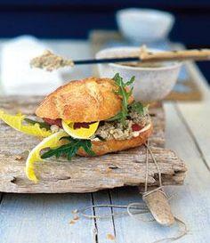 Rezept: Baguette-Brötchen mit Makrelencreme - [LIVING AT HOME]