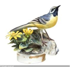 WORCESTER ROYAL PORCELAIN COMPANY (United Kingdom) - A Dorothy Doughty Bird, Grey Wagtail