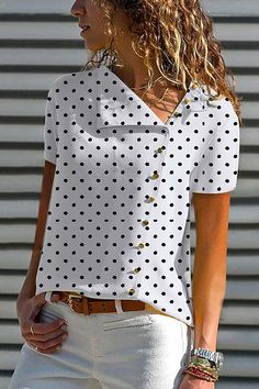 V Neck Single Breasted Dot Blouses - Blouse designs Casual Wear, Casual Outfits, Summer Outfits, Elegantes Outfit, Blouse Online, Mode Outfits, Mode Inspiration, Short Sleeve Blouse, Blouse Designs