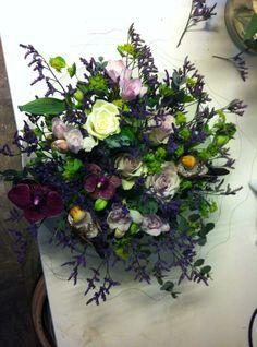 Stor dekorasjon  i lilla, tilpasset kundens ønsker