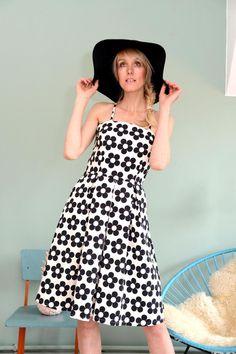 "FLORIDA-KLEID ""SWEENY BLACK"" von Bonnie & Buttermilk auf DaWanda.com #dress #dresses #birdy #kleid #bonnieandbuttermilk #local #localfashion #fashion #handmade #berlin #tshirt #outfit #outfitoftheday #berlin #retroflower"